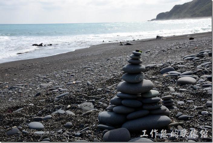 旭海牡丹灣。可以玩石頭疊疊樂