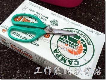 [台北南港]海鮮米粉。印象中這裡用的蝦子是急速冷凍進口的明蝦,工作熊吃了好幾次都覺得蝦子很新鮮。