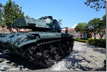 這戰車的砲口剛好對準了北城門,不知道有無什麼特別意義。