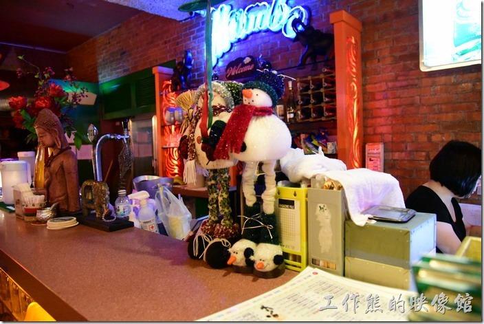 墾丁曼波泰式餐廳的結帳櫃台。