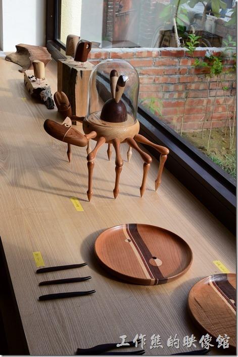 台南-藍晒圖文創園區。木製的螃蟹藝術品。