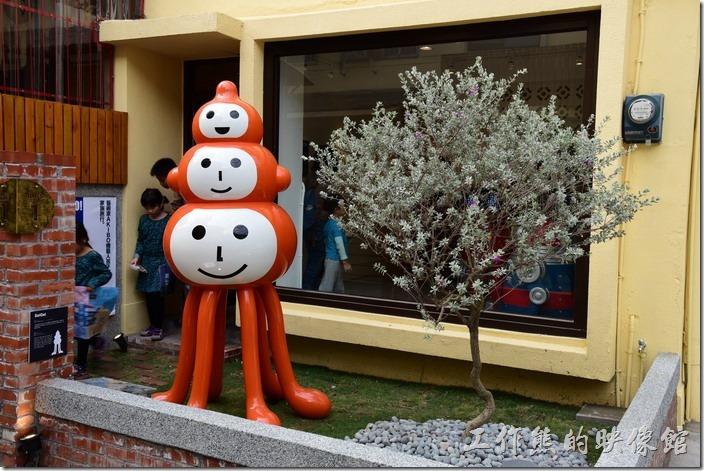 台南-藍晒圖文創園區。這是BLUE 1藝廊的展覽,現在展出機器人。