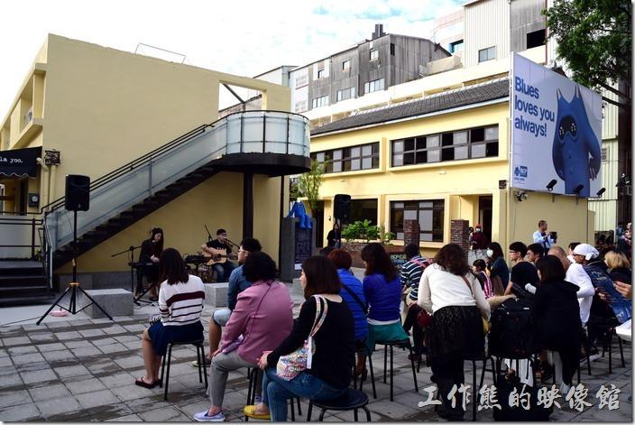 台南藍晒圖文創園區開幕當天有表演活動。