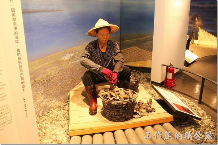 基隆-海洋科技博物館。海洋文化廳內的展覽塑像,以「人」為主角,展示海洋與「人」的關係。