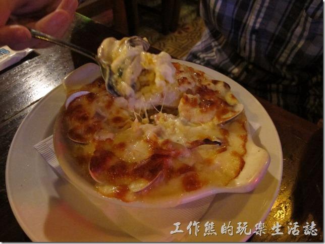 屏東墾丁-冒煙的喬。海鮮焗烤飯,NT$380。這是兒子點的焗烤飯,據說味道不錯。