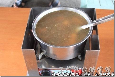 剝皮辣椒雞湯,一隻NTD650,半隻NTD400。