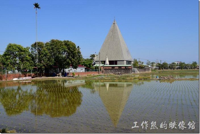 2016年春,菁寮天主堂的水田倒影。
