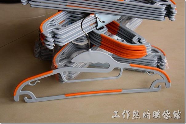 這就是這款【牽禮馬 第二代乾濕兩用防滑衣架】的整體樣貌。