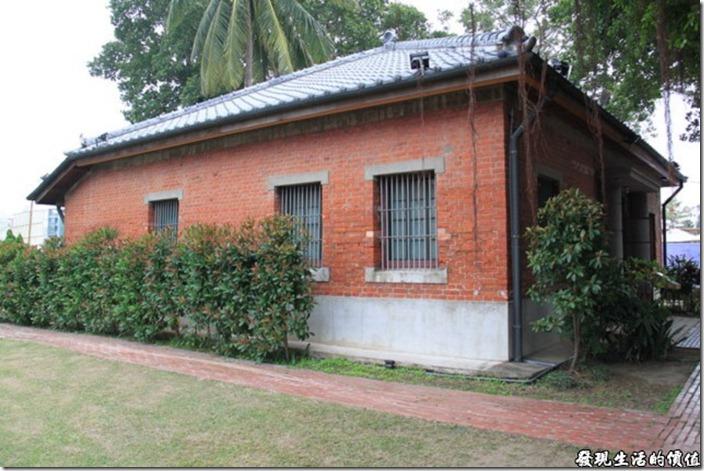 台南運河博物館還是維持著磚造的牆面建築,建築上似乎沒有什麼特殊之處
