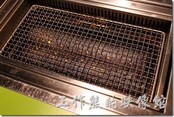 原燒使用的是瓦斯爐模擬炭火,而不是真正的木炭,雖然差了一點,但是也少了煙味。