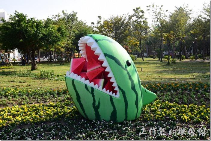 台南-2016百花祭-水萍溫公園。西瓜意象的西瓜精!