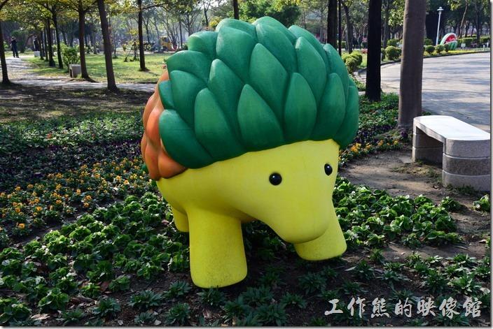 台南-2016百花祭-水萍溫公園。鳳梨化成精的刺蝟!