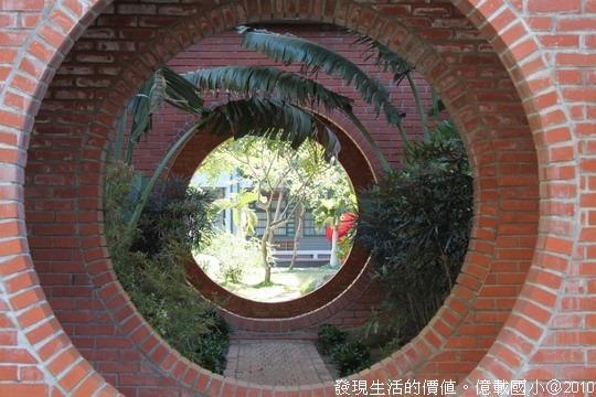 [台南安平]億載國小。層層疊疊的紅磚圓形迴廊構成的光影與美麗線條。