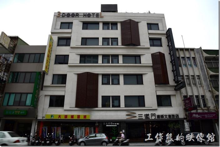 日光徐徐台南成功店在三道門建築文創旅店的地下室B1。
