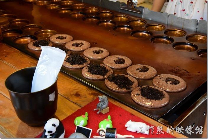 台南-宇田家菓子燒。幾乎所有的菓子燒都是現場製作,人多的時候可能要等10~20分鐘。