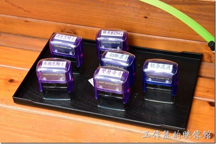 台南-宇田家菓子燒。這就是當天販賣的菓子燒商品名稱,想要什麼口味就自己蓋章。