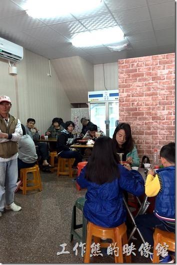 高雄路竹-新素蘭麵店。素蘭麵店餐廳內現在有了空調,環境也比之前好非常多。