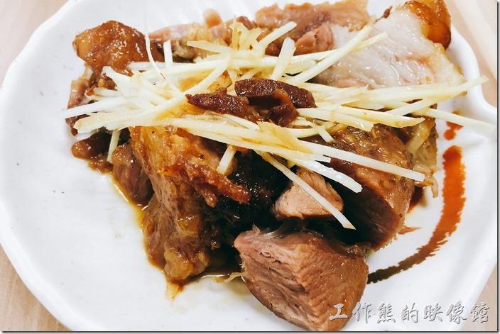 台北南港-豬腳將軍。這個是腿肉豬腳NT80,這裡的豬腳料理都會附上薑絲,原來加薑絲可以去油膩,腿肉瘦肉比較多,但幾乎沒有皮。