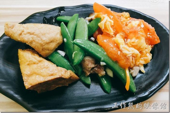 台北南港-豬腳將軍。便當套餐可以任選三樣配菜,連油豆腐或滷蛋也算一樣。