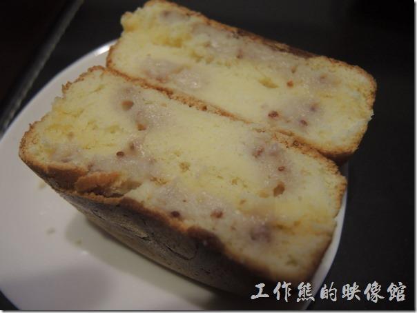 台南-宇田家菓子燒。『草莓蕾蕾』菓子燒,不甜、微微的草莓布蕾口感。