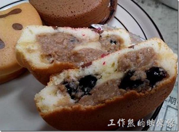 台南-宇田家菓子燒。『珍珠奶茶』菓子燒,就是將珍珠奶茶夾在蛋糕裡,口感有點太甜,個人吃不習慣。