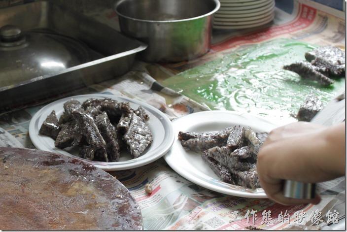 高雄田寮-礦區陳甚土雞城。這個米血工作熊也是超推薦的,每天也是限量供應。一盤要NT100。