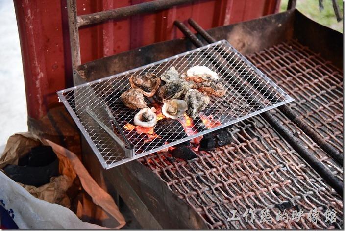 寧妮谷民宿這裡也可以DIY烤肉。其實這裡的居民很多人都是這樣烤肉的。