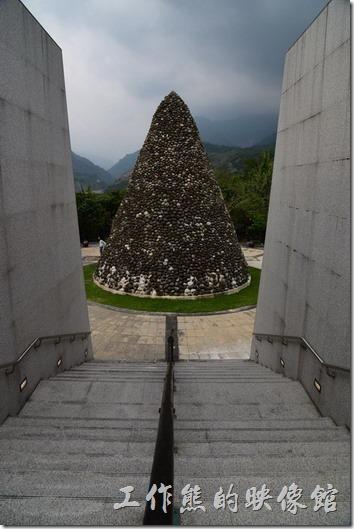 高雄小林紀念公園。追思廣場的紀念碑。