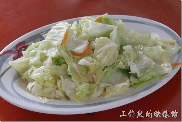 高雄田寮-礦區陳甚土雞城。高麗菜,NT100。可能太好吃了吧,工作熊居然沒吃到就見底了,這是怎麼回事。
