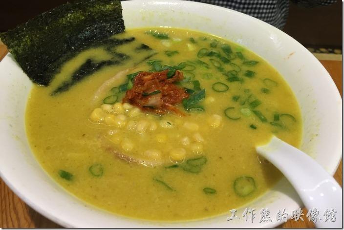 台北-六丁目拉麵。咖哩拉麵,NT220。上面放了一小坨的泡菜。