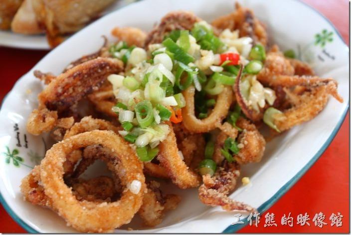 高雄田寮-礦區陳甚土雞城。香酥透抽,NT150。這香酥透抽也不錯,但已經有太多好吃的食物,相對就普普。