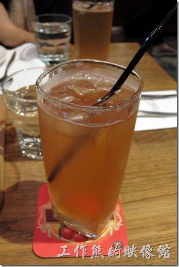 台北-黑米CAFE-BISTRO。「檸檬比特」,NT70。套餐加價NT20就可以了。喝起來跟雞尾酒很像,酸酸甜甜的,有檸檬、雪碧及酒精的味道。