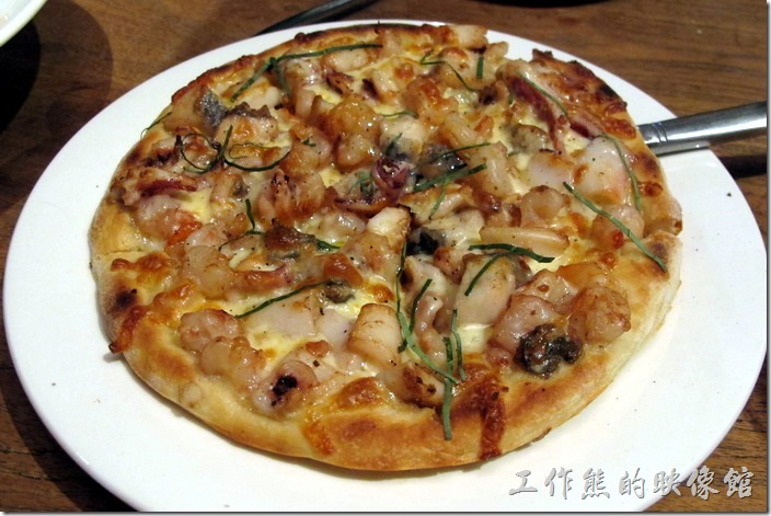 台北-黑米CAFE-BISTRO。綜合海鮮披薩,NT290。