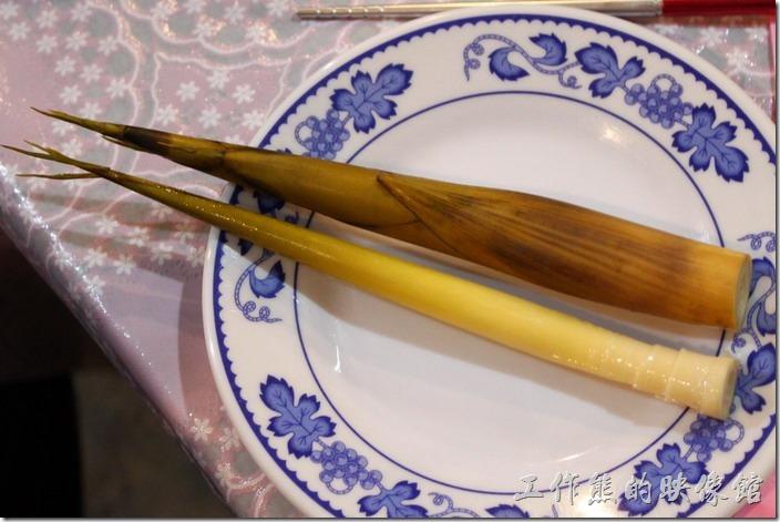 箭筍–老闆娘說這是今黏天第一批採收到的箭筍,剝去外衣沾醬吃,滋味微苦後甘,好吃喔。