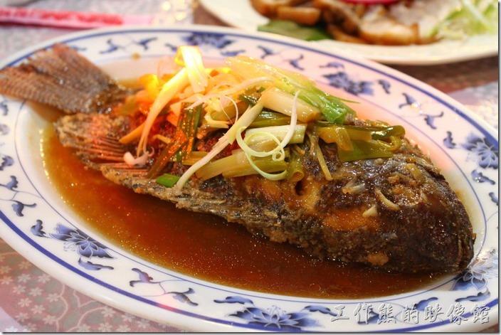 紅燒台灣鯛魚,在山上也吃得到魚耶,這魚的肉質不錯,紅燒的很下飯呢~