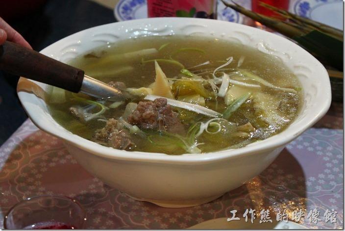 高雄那瑪夏木之屋餐廳。竹筍排骨湯