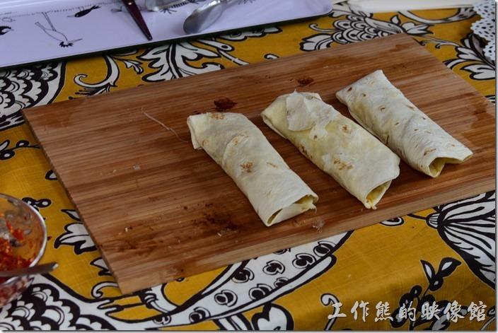 旗山老街上有著各式各樣的小吃,連墨西哥捲都來了,而且還是老外在賣~