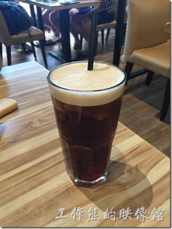 台南-喬義思窯烤手作廚房。加價NT75元升級套餐有附飲料及例湯,這就是套餐的飲料紅茶,嗯~喝起來就是沒什麼味道的紅茶。