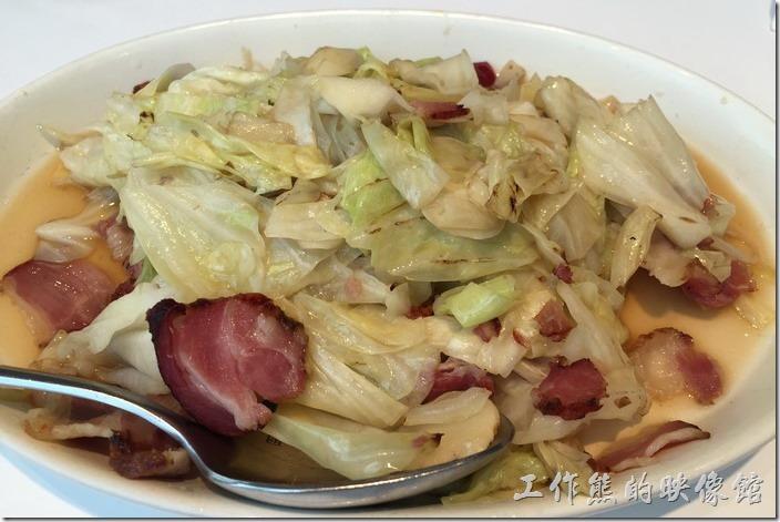 湘西高麗菜,NT200。這高麗菜炒還不錯,放上臘肉,完全不會辣!