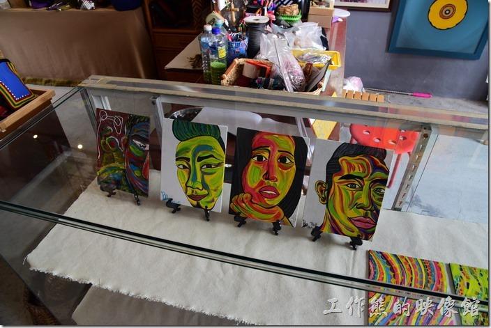 築夢工坊原民手工藝品內販賣的藝術畫。