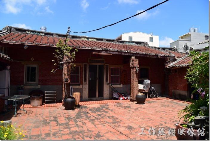 高雄內湖-【拾閒堂】餐廳旁的閩南式建築。