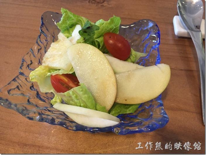 台北南港-issace義式料理廚房。餐前水果沙拉。