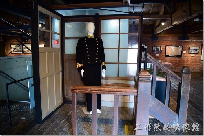 日本舞鶴-紅磚博物館。當時的還軍軍官的軍服。