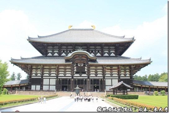 這東大寺像不像一頂日本武士的頭盔啊?