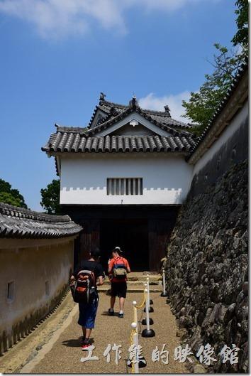 工作熊個人覺得姬路城可以慢慢走,慢慢逛就好了,它其實稍微有點中國江南庭園造景的意象,在不同的角度觀看姬路城都有不同的意境。