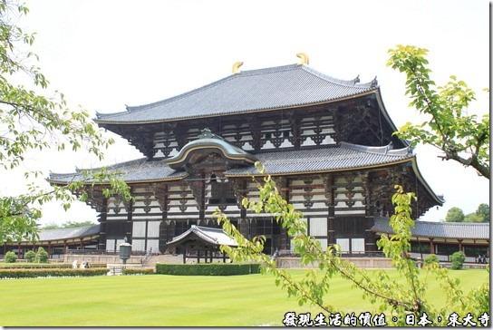 從這個角度看東大寺似乎更有一分莊嚴的感覺。