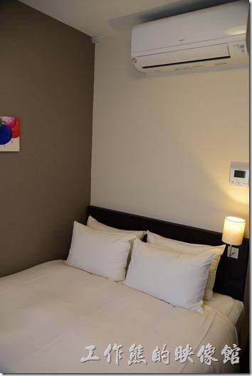 京都格蘭小姐飯店(GRAN Ms KYOTO)的客房不大,小小一間,野沒有放置行李的地方,反正一切從簡,就是回來睡覺用的。
