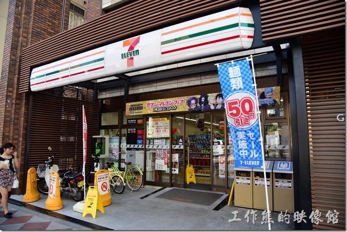 【京都格蘭小姐飯店(GRAN Ms KYOTO)】外面就有一家7-11,還有TAX-FREE的服務,可以在這邊買【雪肌粹】,超過日幣五千元還可以退稅。【雪肌粹】只有在日本的7-11販賣。【雪肌粹】與【雪肌精】有些小小的差異。
