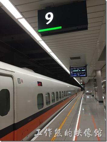 高鐵南港站的候車月台。