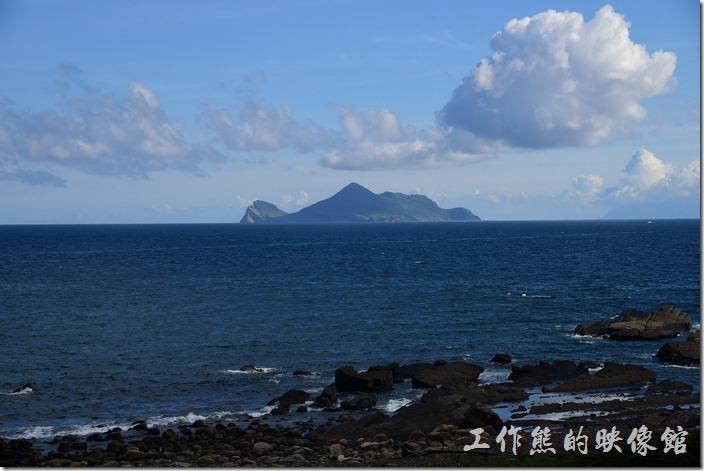 來到舊草嶺隧道的石城端可以遠眺如近在眼前的龜山島。